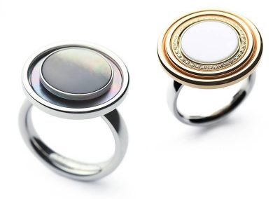 ring met color button en schijven in staal en goud