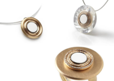 Charlotte color button in wit gecombineerd met geelgoud en diamant